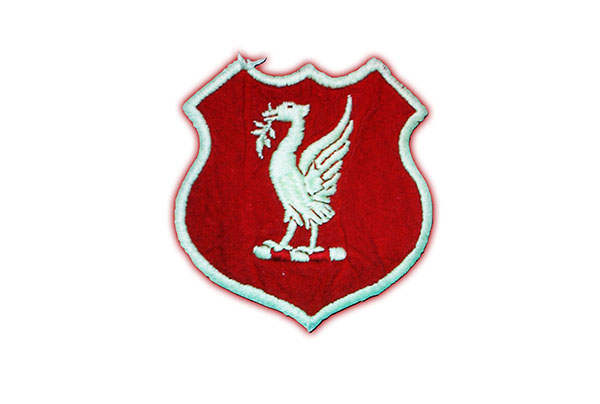Logo Liverpool được thêm vào tạo hình chiến khiên trong giai đoạn 1950-1955