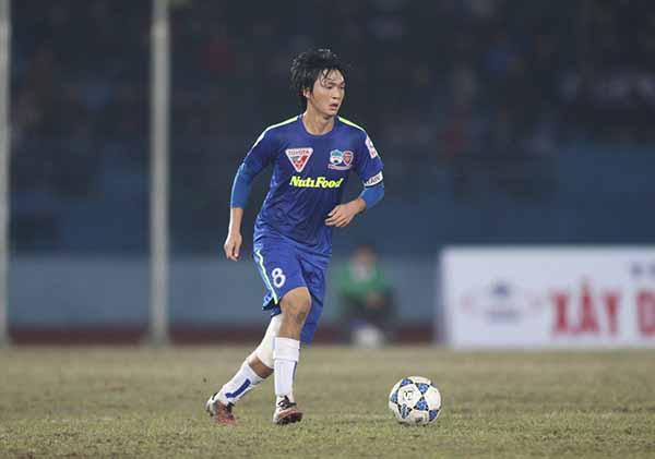 Nguyễn Tuấn Anh thi đấu ở V-League mùa giải 2015